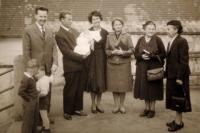 Narození syna (Radka Křivánková uprostřed)