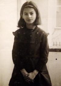 Školačka Radka v době, kdy jí nacisté popravili otce