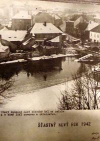 Novoročenka pro rok 1942, kterou vytvořil otec pamětnice (pohled na tehdejší Písek)