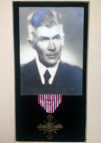 Československý válečný kříž 1939 – ocenění za nejvyšší oběť pro Ing. F. Machovce