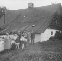 The family in front of the birth house of Anna Kršková (Matysová) in Hynčice nad Moravou