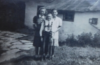 Matys siblings - Herta, Kurt and Anna in Hynčice nad Moravou