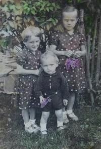 Matys siblings - Herta, Kurt and Anna in 1934