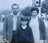Stanislav Stojaspal with his parents Stanislav and Marie