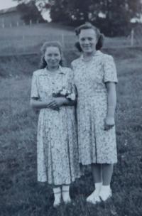 Anna Matysova (Krskova) on the right