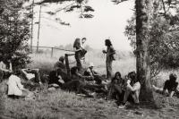 Happening s názvem Take Leave off. Františkovy lázně, 1977