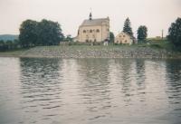 Kostel v Karlovci u přehrady Slezská Harta, kde František Kunetka pastoračně působil