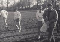 Při fotbalovém zápase se studenty teologické fakulty v Bratislavě, cca 1973