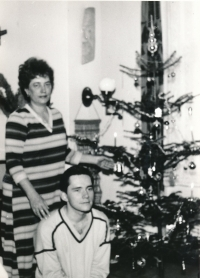 With mummy in 1985