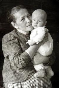 Jiří Langer in his childhood with the granny Žofie Langerová in Adamov in 1936