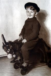 Jiří Langer as a child in Adamov in 1939