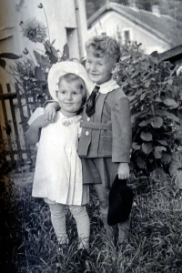 Jiří Langer as a child with his sister Ema in Prague in 1940