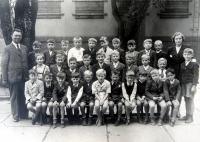 Jiří Langer v dětství / škola/ horní řada 6. zleva / Praha / 1943