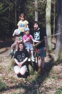 Rodina Náhlíkova: Petr, Věra, Petra, Martina, Tomáš (r. 1999)