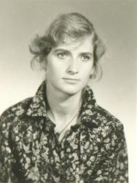 Věra Náhlíková na průkazové fotografii (80. léta)