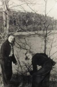 Eva a Hana ve Svatobořicích 1944