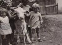 Paní Krušinová se sestrou a rodinou