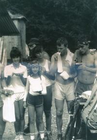 Marek Šlechta s kamarády v Nízkých Tatrách, rok 1984.