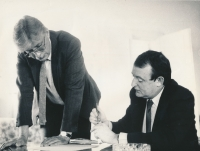 The witness on right, the editor of the Civic Weekly during interview with the minister of foreigh affairs, Jiří Dienstbier