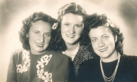 1946 - Polish friends from total deployment - from left: Zofia, Regina and Irena
