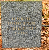 Memorial plaque in the Řepín quarry. The inscription reads: In the memory of the first encounter with the paratroopers. 2. 4. 1946 [date of installation]