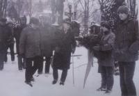 Woodcraftové setkání v Bechyni (1987) – u hrobu Miloše Seiferta