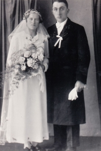 Wedding photographs of Julie and Josef Wanka (dated 5 February 1938)