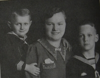 With his mother and younger brother Mirek during a visit to Czechoslovakia in 1938