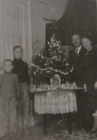 Christmas during the German occupation - Václav Martínek with his parents and brother