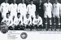 Before the match with Ireland, from left: Pluskal, Hledík, Tichý, Adamec, Schrojf, Kvašňák, Popluhár, kneeling: Sherer, Masopust, Jelínek, Pospíchal, 1961