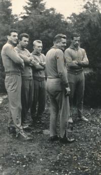 The training camp in Houška near Stará Boleslav, from the left: Kvašňák, Kouba, Jelínek, Vytlačil, Buberník; before the match with Austria after the 1962 World Cup