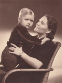 With his mom Fanynka, 1940s