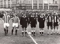 The last match of the season before the Bohemians advanced to the 1st league (Jelínek second from the left), 1972/73