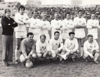 The match of the old boys of the Internationals (Jelínek is the second one from the left in the bottom row, in the middle in the bottom row is Josef Bican), 1980s
