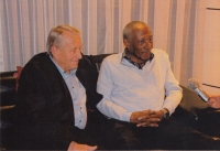 Meeting 50 years after the finals in Chile, Josef Jelínek talks with Djalma Santos about the game where the referee did not whistle a hand, 2012
