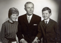 Jan Irving with his children, Adriana and Jan, from his first marriage. 1966 or 1967
