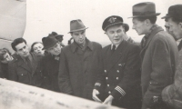 The pilot's duty did not involve just flying. It included getting engaged with the passengers as well. Here, captain Irving is explaining something apparently very interesting.