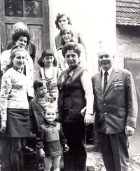 The last family reunion in full strength during a feast in 1975 in Úherce; Grandma Honalová was still alive. From top left: grandmaHonalová, under her, a dark-haired lady, her niece Marie Niedermaierová of Lisov, under her, her daughter and my aunt, Jana Mestlová, with both daughters – older Jana and younger Hana (and I am standing between them). On the right, there is Adriana, under her, Jenda, mom, and dad on far right.