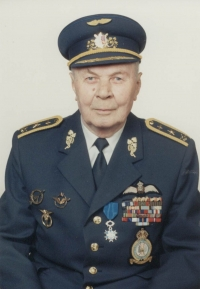The last formal photograph of Jan Irving taken shortly after he was promoted to the rank of general in May 1995.