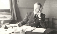 Contemporary photograph of commander Šnajdr from the war years; he appears pensive here - or wondering whether his boys will return alive from the action. His face shows constant tension and great responsibility.