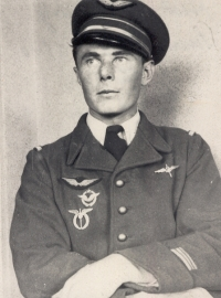 In service of the French Air Force. (Jan Irving hated this photograph from the bottom of his heart, though - he thought he looked like a Gestapo officer.)