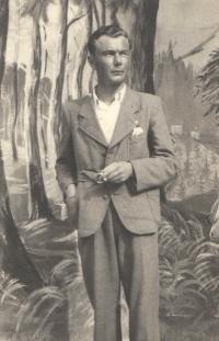 Studio photograph in civilian clothes taken in a studio in Niš