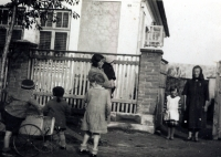 The family cared for other five children - orphans from the neighbourhood...