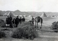Palestine, around Jericho, 11th Czechoslovak Infantry Battalion – Eastern. Jan is second from the left; at the back, the camp of the Czechoslovak army unit is well visible