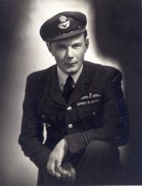 The last studio photograph of Jan before he left Britain in 1944