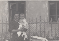 Eva Pacovská with her mother Marta Škramovská, Prague, 1934