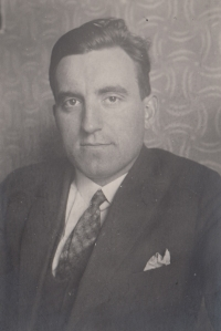 Jan Škramovský, father of Eva Pacovska, around 1940