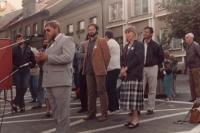 Volební mítink Občanského fóra v Přešticích, 1990 (Oldřich Váca u mikrofonu)