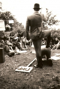 A photo from the Pepík's Garden performance in Třebíč, performed by Vladimír Líbal in the 1970s and 1980s.