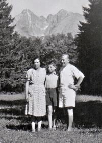 S rodiči v Tatranské Lomnici 1946